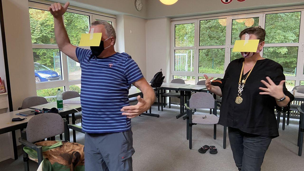 Foto: DSB / Nicht Blindekuh beim Geburtstag, sondern Szene vom Augentraining mit Iris Zimmer.