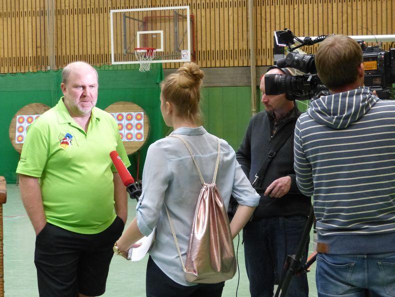 Foto: Tjaard Hehenberger / Trainer Andreas Hehenberger steht dem NDR TV und Radio Rede und Antwort.