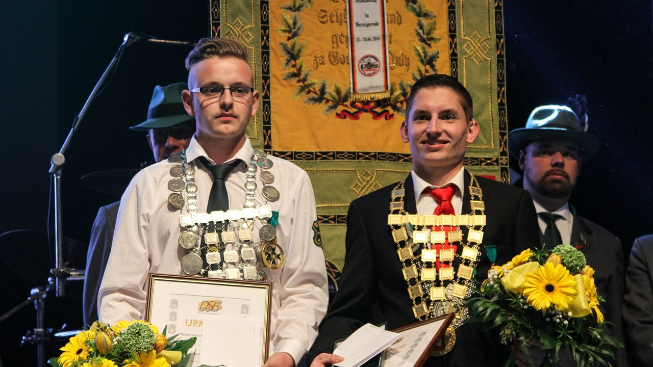 Foto: DSB / Bundesjugendkönig Jens Gärtner (Rheinland, links) und Bundeskönig Sebastian Herrmany (Pfalz) sind aufgrund der Corona-Pandemie ein weiteres Jahr im Amt.