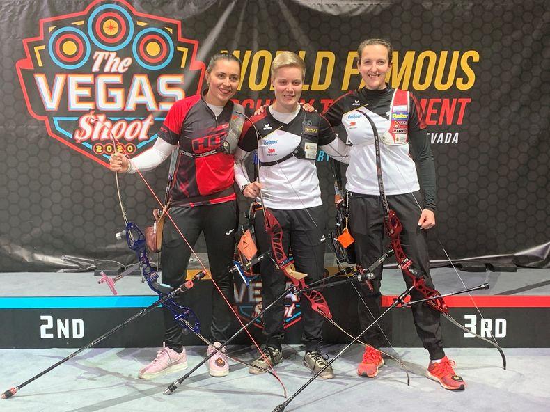 Foto: World Archery / Gold für Michelle Kroppen, Bronze für Elena Richter (rechts) beim Vegas Shoot.