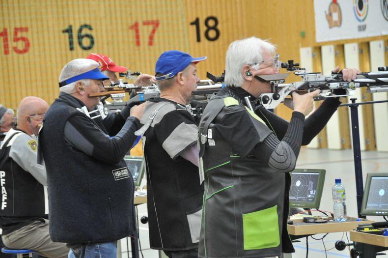 Foto: Harald Strier / In den Altersklassen I bis V wurde in den Disziplinen Flinte, Gewehr und Pistole in Suhl um die Titel und Medaillen gekämpft.
