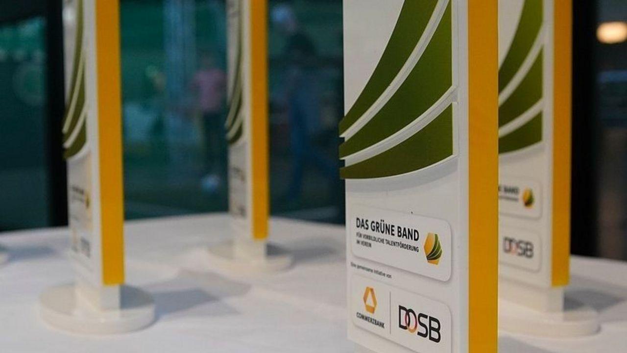 """Foto: DOSB / Zum mittlerweile 35. Mal schreiben der DOSB und die Commerzbank das """"Grüne Band"""" aus."""