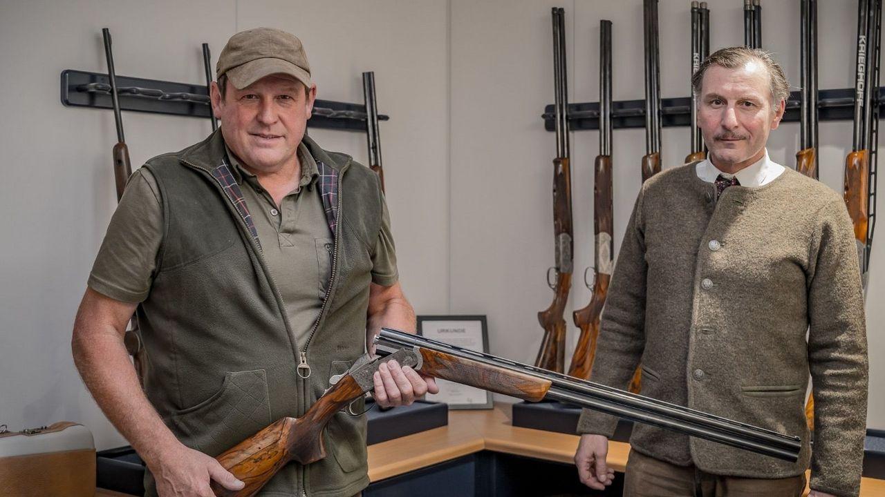 Foto: Krieghoff / Der glückliche Gewinner Dr. Volker Ochs (rechts) und Max Huber.