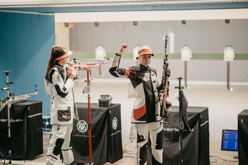 Foto: DSB / Die Siegerfaust von Hanna Bühlmeyer, die sich am Ende gegen Hannah Steffen durchsetzte.