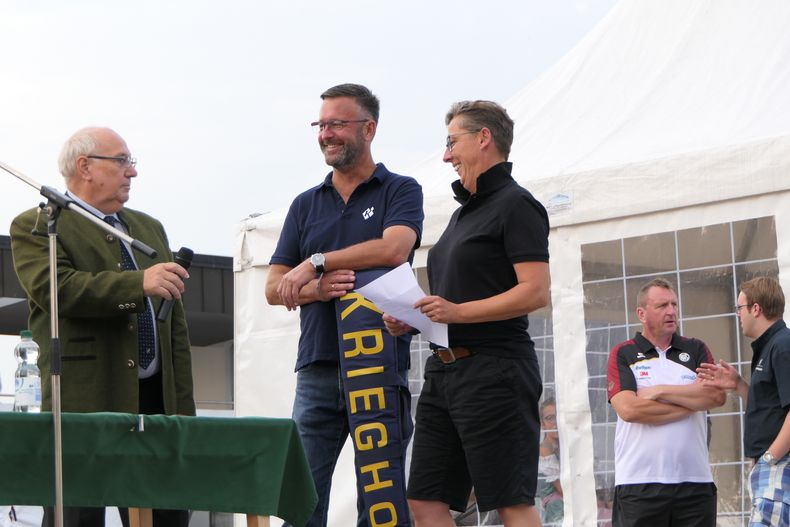 Foto: DSB / Gerhard Furnier, Vizepräsident Sport, Geschäftsführer der Firma Krieghoff, Peter Braß und Bundesstützpunkttrainerin Katharina Bechtel.