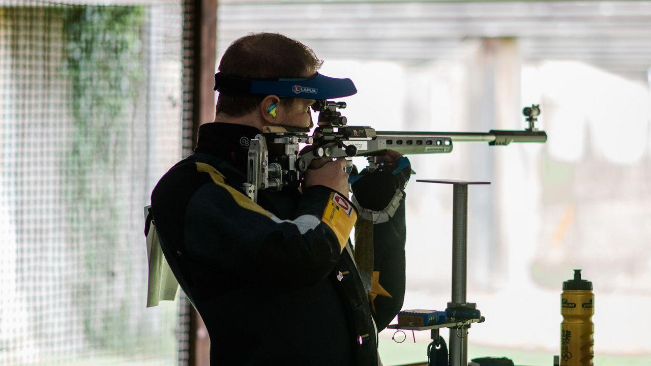 Bild: DSB/ In Österreich dürfen Spitzensportler wie Bernhard Pickl ab dieser Woche wieder am Schießstand trainieren.
