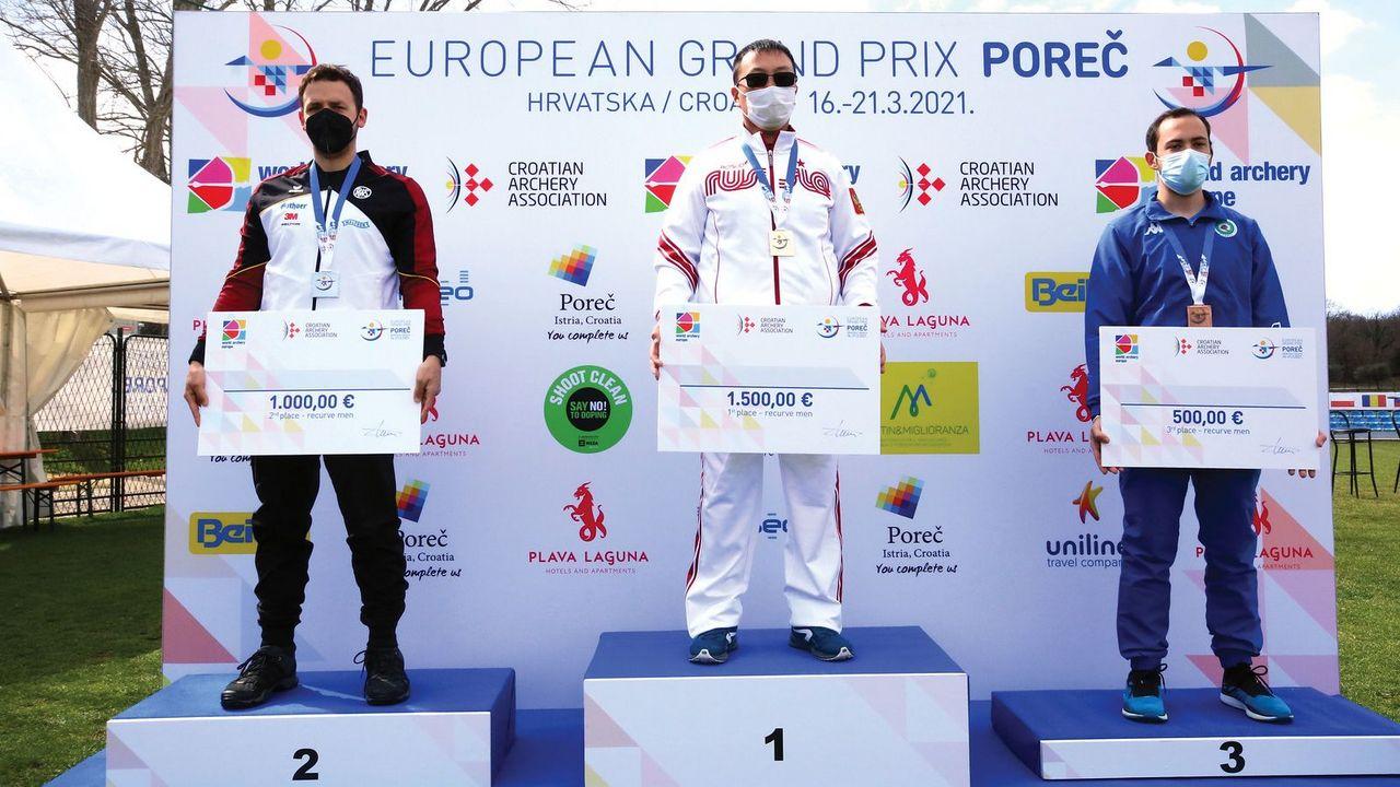 Foto: Archery Europe / Der verdiente Lohn für Maximilian Weckmüller nach einem bärenstarken Turnier.