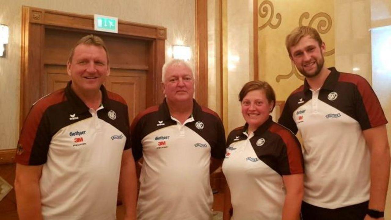 Foto: DSB / Zufriedene Gesichter im deutschen Team (v.l.): Uwe Möller, Karsten Beth, Katrin Quooß & Paul Pigorsch beim Weltcupfinale in Al Ain.