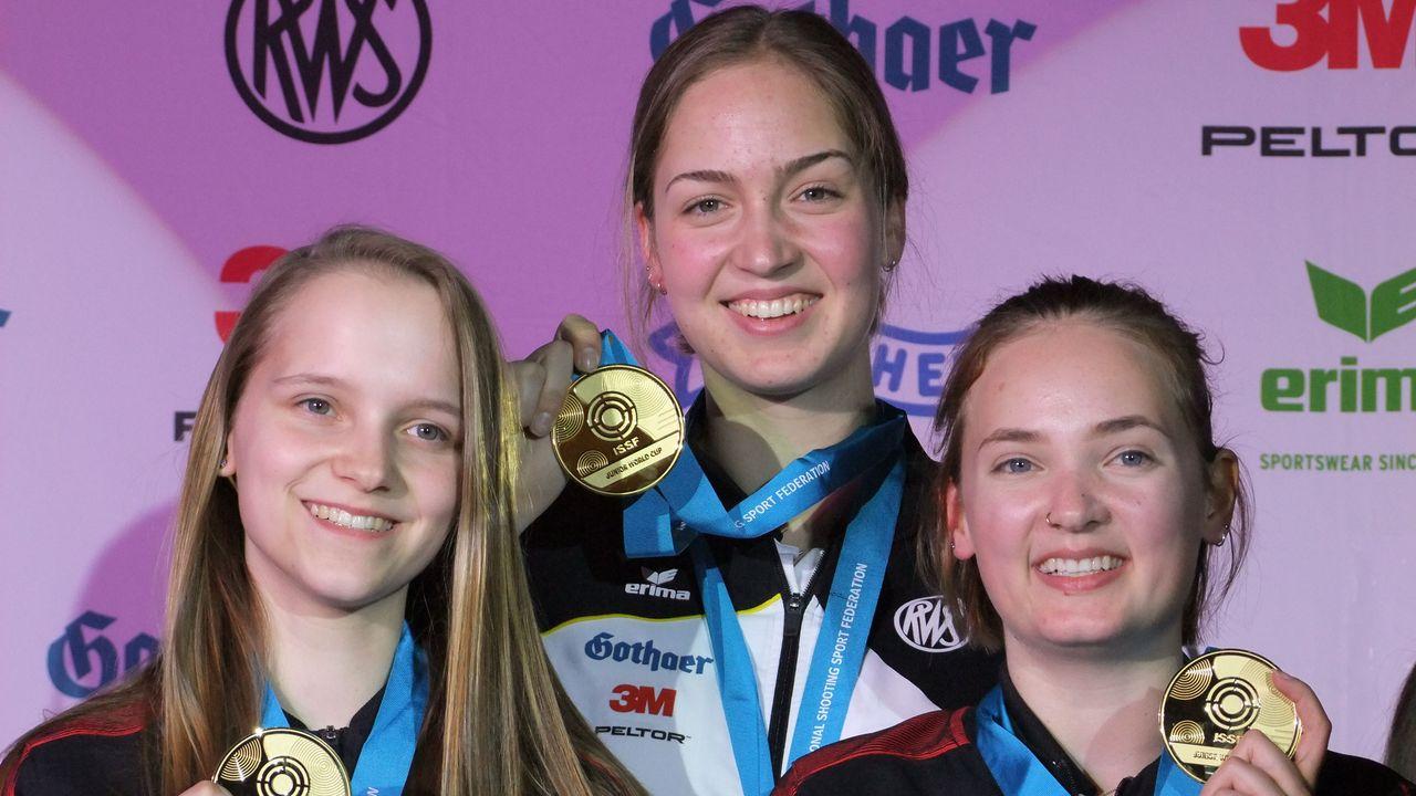 Foto: Michael Eisert / Anna Janßen, Melissa Ruschel und Larissa Weindorf sicherten sich Gold in der Mannschaftswertung und den Junioren-Weltrekord.