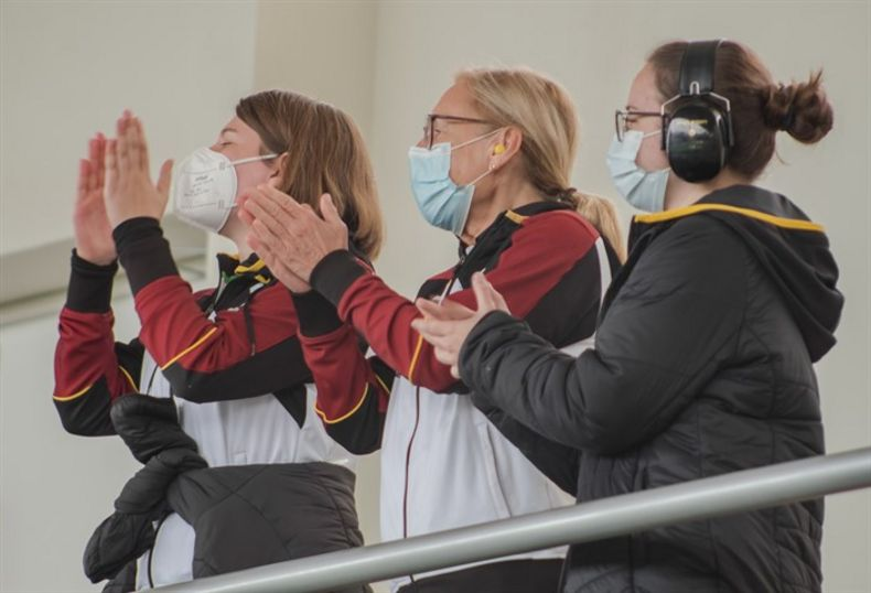 Foto: ISSF / Jubel im deutschen Team über die  Finalleistungen von Larissa Weindorf und Nele Stark.