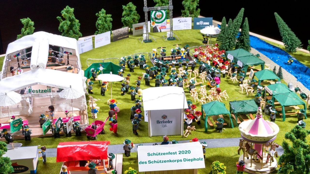 Foto: Schützenkorps Diepholz / In mühevoller Kleinarbeit wurde das Schützenfest in Diepholz nachgestellt.