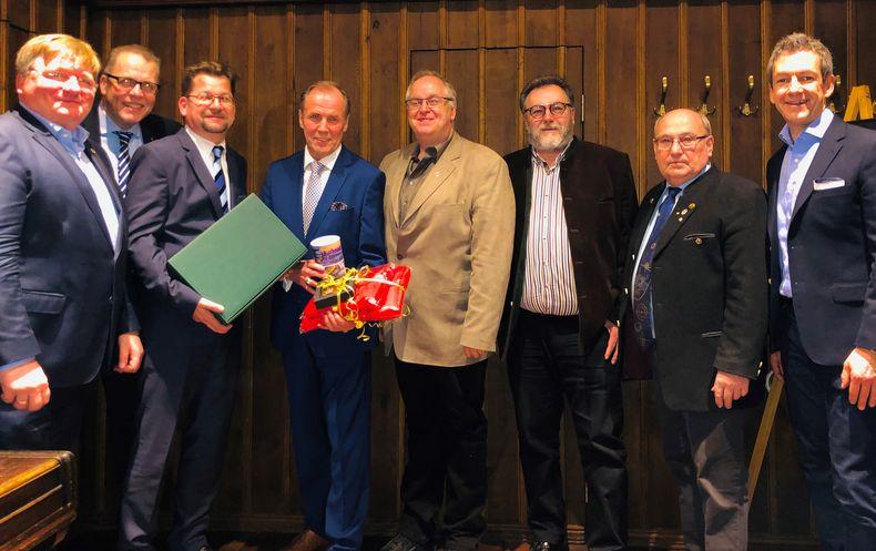 Foto: DSB / Große Teile des Präsidiums waren bei der Feier zum 60. Geburtstag von Hans-Heinrich von Schönfels dabei.