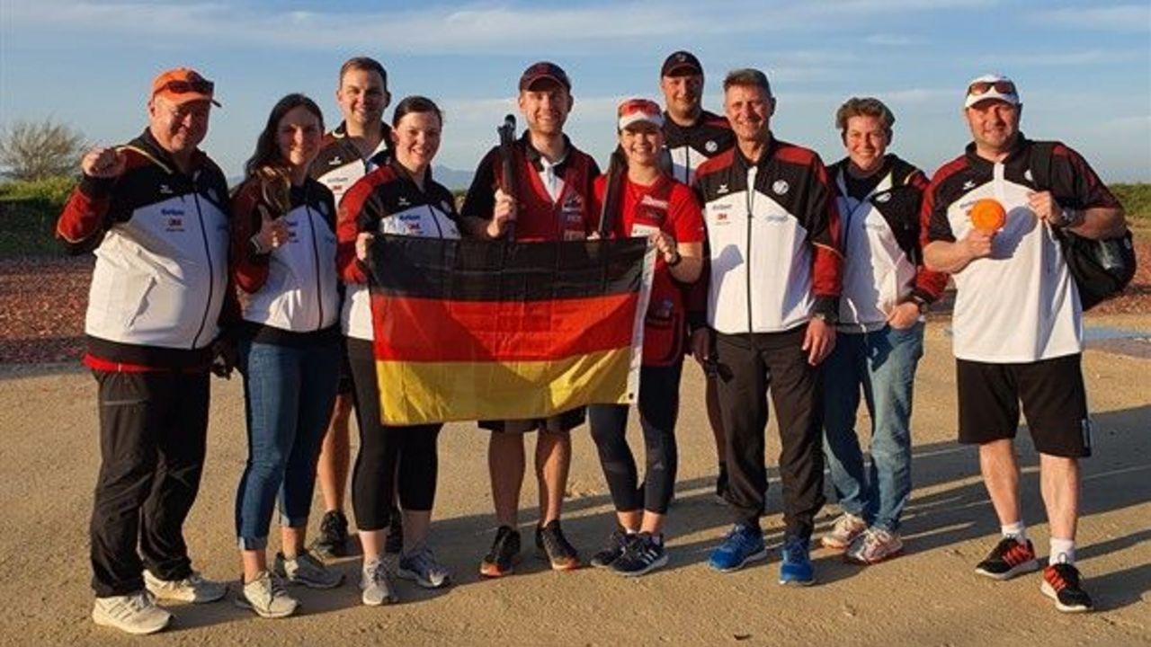 Foto: ISSF / Schon nach zwei von drei Entscheidungen gibt es strahlende Gesichter im deutschen Skeet-Team.