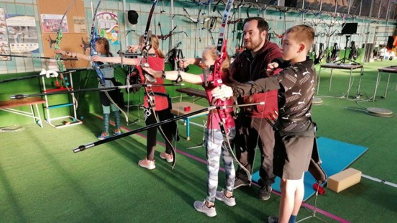 Foto: SLZB / Schon in jungen Jahren erlernen die Kinder und fachkundiger Anleitung das Bogenschießen an der Eliteschule des Sports.