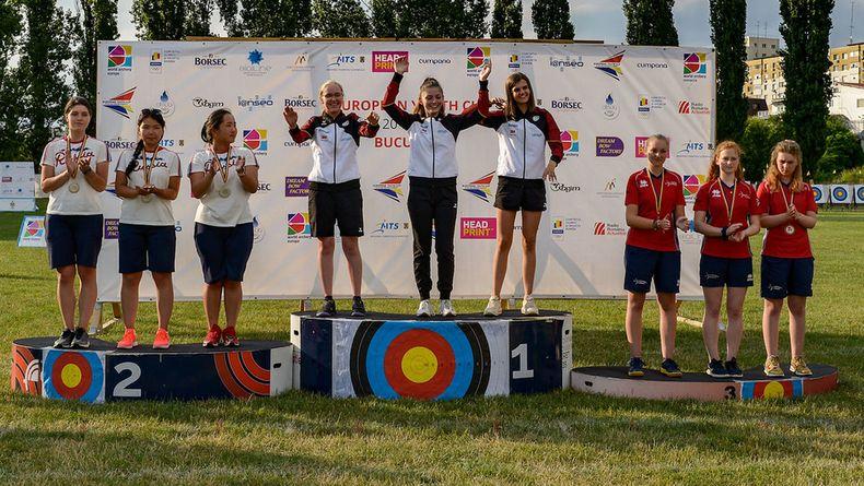 Foto: Cristian Niculae/World Archery Europe / Sarah Reincke, Clea Reisenweber und Pia Wollbring holen Gold mit der Mannschaft.