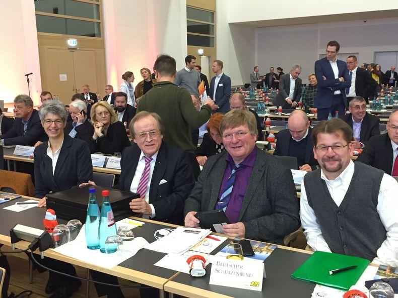 Foto: DSB / Die DSB-Delegation beim DOSB mit v.l. Tanja Frank, Hans Bröer, Gerd Hamm und Lars Bathke.