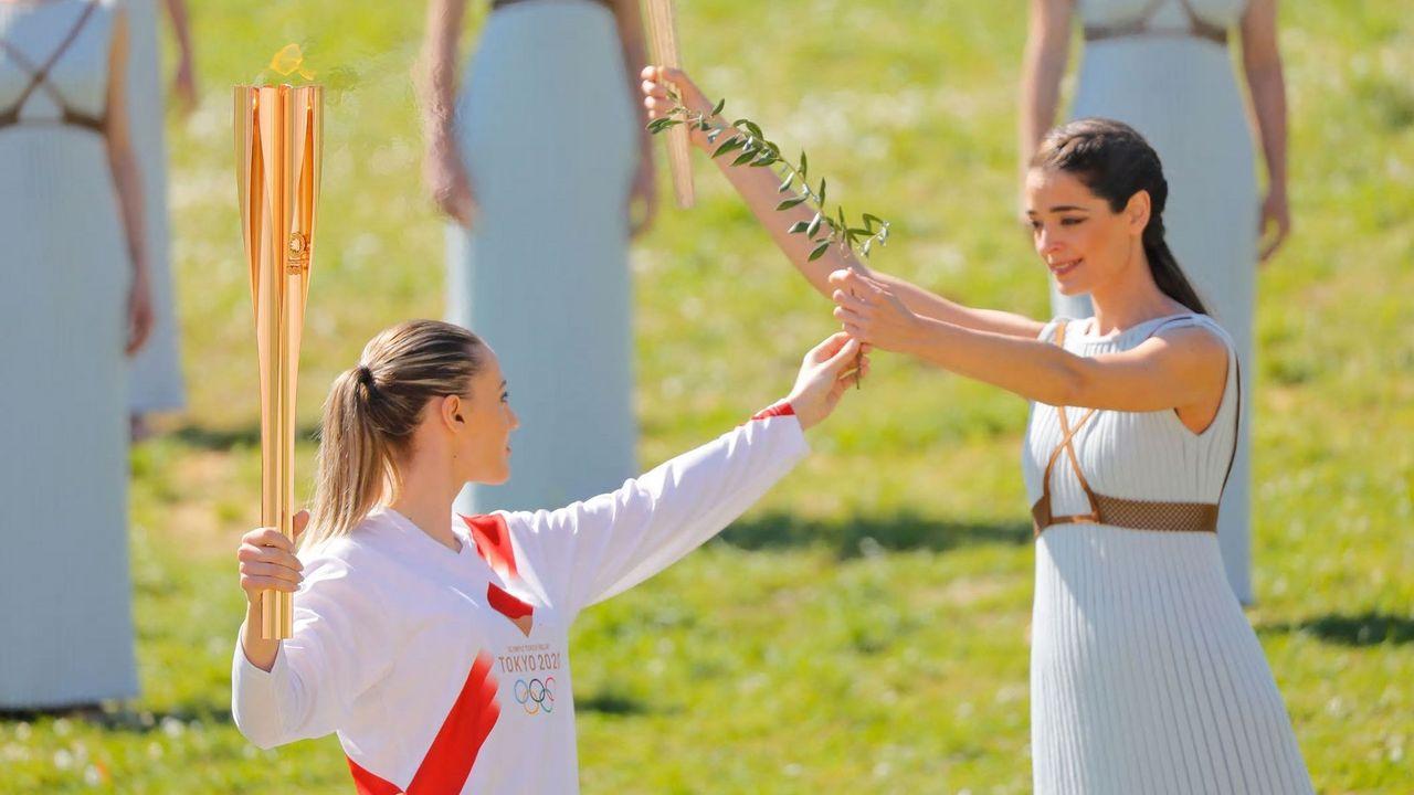 Foto: IOC/Greg Martin / Pistolenschützin Anna Korakaki begann als erste Frau der Geschichte den Fackellauf der Olympischen Spiele.