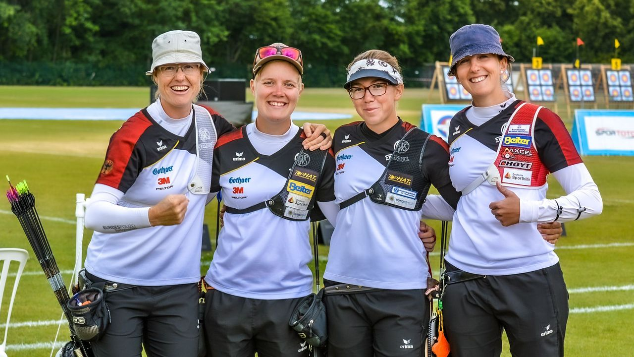 Foto: Eckhard Frerichs / Ein glückliches DSB-Frauen-Quartett nach den Erfolgen in Runde zwei.