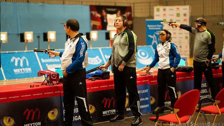 Foto: DSB / Das ist Bundesliga! Weltklasse-Athleten wie Damir Mikec, Christian Reitz, Monika Karsch und Mathias Putzmann stehen und kämpfen nebeneinander um den Sieg für ihr Team.