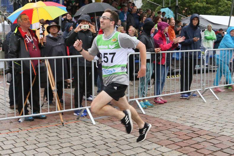 Foto: Werner Wabnitz / Schlussspurt zum Titelgewinn - Dominik Hermle siegte bei den Herren.