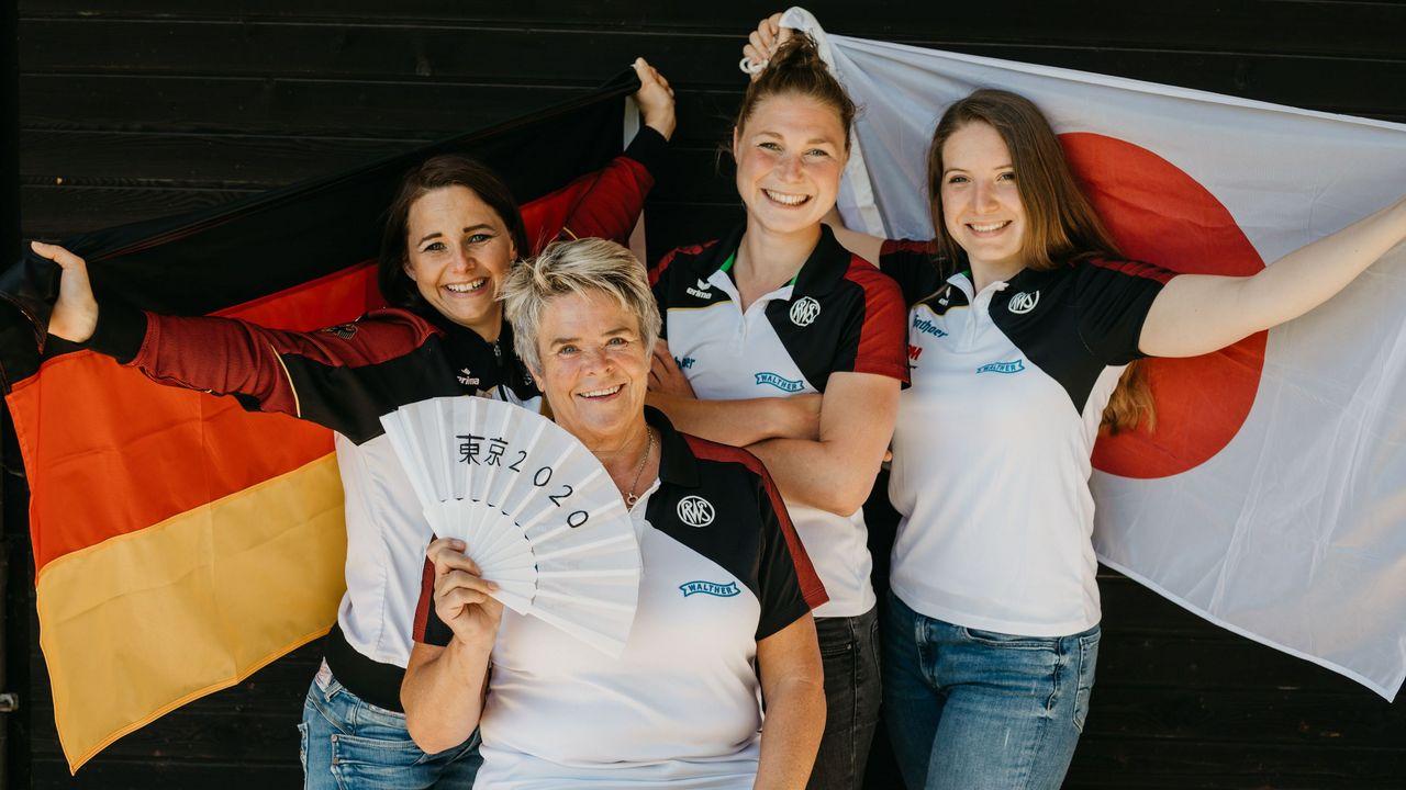 Foto: DSB / Das DSB-Olympiateam, hier die Pistolen-Frauen mit Monika Karsch, Carina Wimmer, Doreen Vennekamp und Bundestrainerin Barbara Georgi, freut sich auf Tokio.