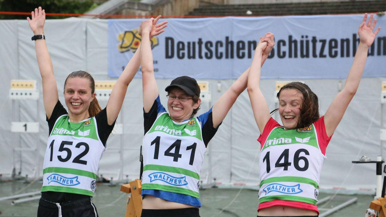 Foto: Werner Wabnitz / Die drei Erstplatzierten bei den Damen - Jana Landwehr, Kerstin Schmidt und Anja Fischer.