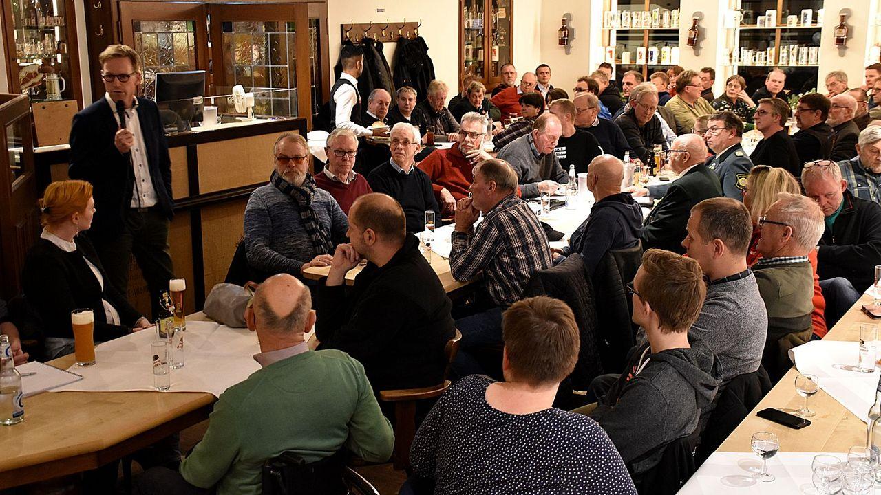 Foto: Büro Marc Henrichmann / Über die Änderungen des Waffenrechts informierte MdB Marc Henrichmann über 100 Sportschützen. Diese zeigten sich nach der Diskussion überwiegend zufrieden.