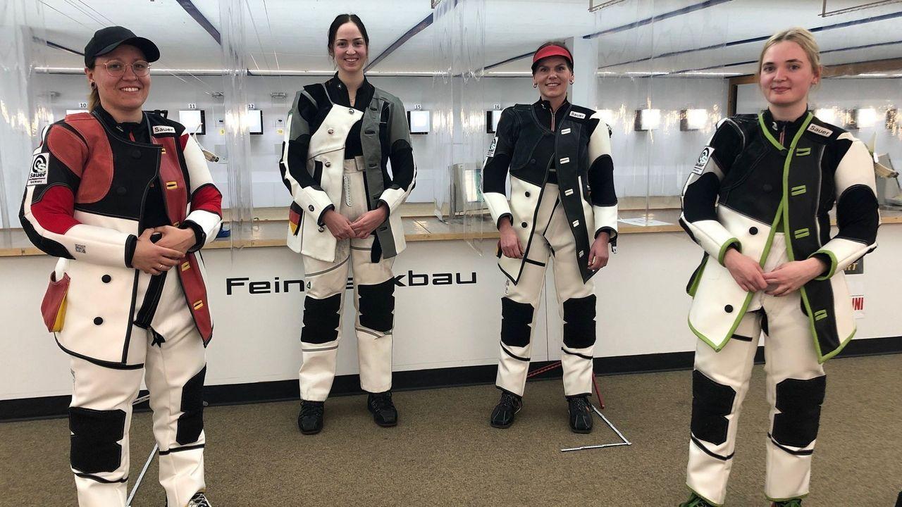 Foto: DSB / Jolyn Beer, Anna Janßen und Julia Moser (v.l.) werden zur EM fahren, Melissa Ruschel steht als Ersatz bereit.