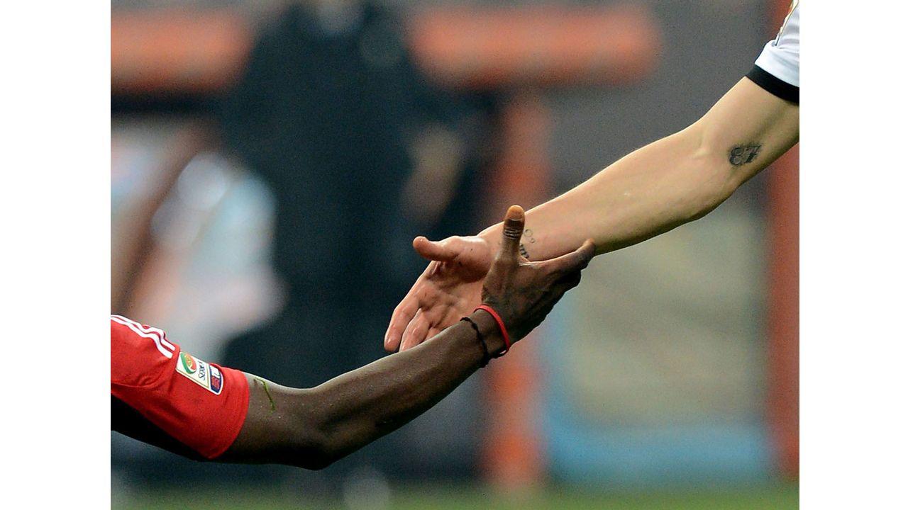 Foto: picture-alliance / Wir halten zusammen!