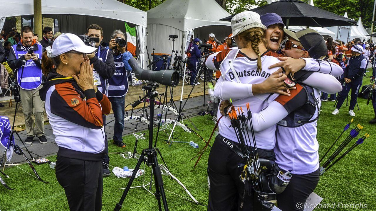 Foto: Eckhard Frerichs / Bei der WM 2019 in Herzogenbusch kannte der Jubel bei den deutschen Bogenschützinnen nach dem Gewinn des Team-Quotenplatzes keine Grenzen.