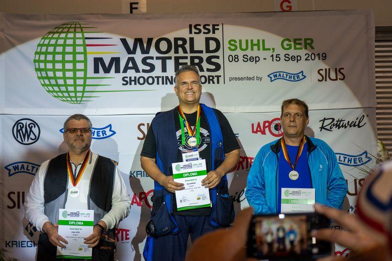 Foto: Jürge Reber / Die Sieger im Doppel-Trap Senioren I mit Goldgewinner Jörg Vorwerk.