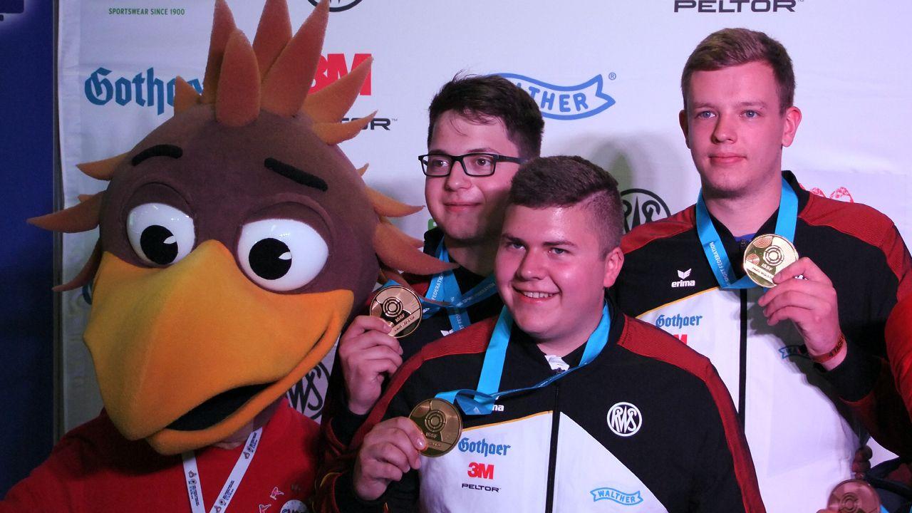 Foto: Michael Eisert / Gold mit dem Team mit Florian Peter, Christoph Lutz und Stefan Max Holl.