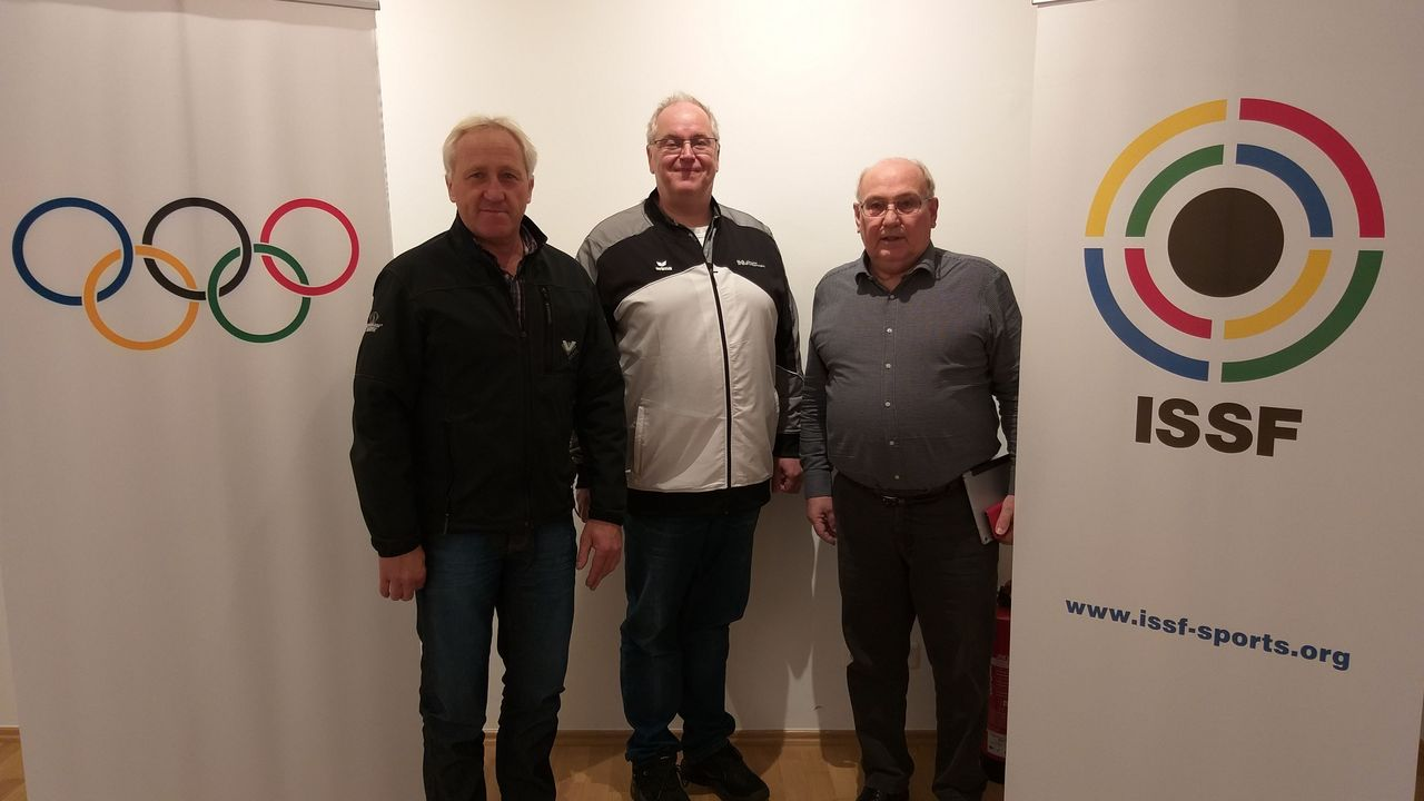 Foto: DSB / Willi Grill, Stefan Rinke und Gerhard Furnier (v.l.) trafen sich in der ISSF-Geschäftsstelle.