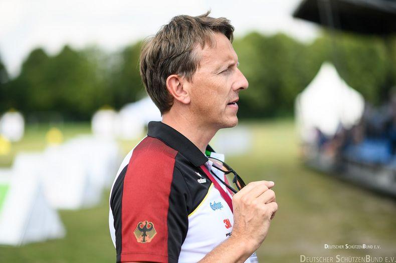Bild: DSB / Bundestrainer Oliver Haidn trainiert mit seinen Sportlern bewusst Situationen, in denen sie mutig sein müssen.