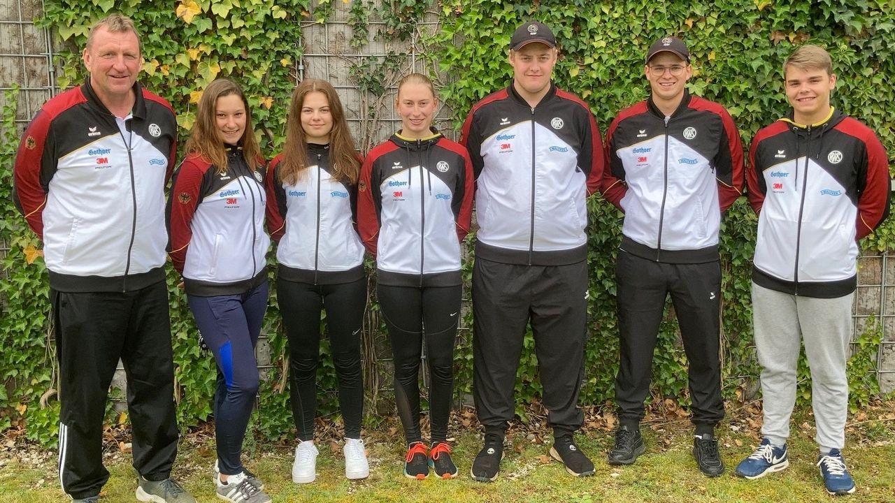 Foto: DSB / Das DSB-Trapteam v.l.: Bundestrainer Uwe Möller, Nadine Halwax, Lena Hubbermann, Patricia Dannler, Malte Schnieders, Jonathan Simon, Marius John.