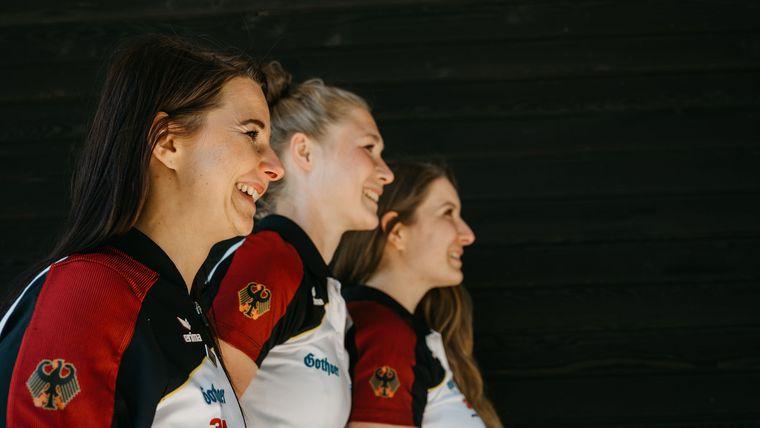 Foto: DSB / Blicken gespannt und mit Freude auf das Weltcupfinale in Breslau: Monika Karsch, Carina Wimmer und Doreen Vennekamp.