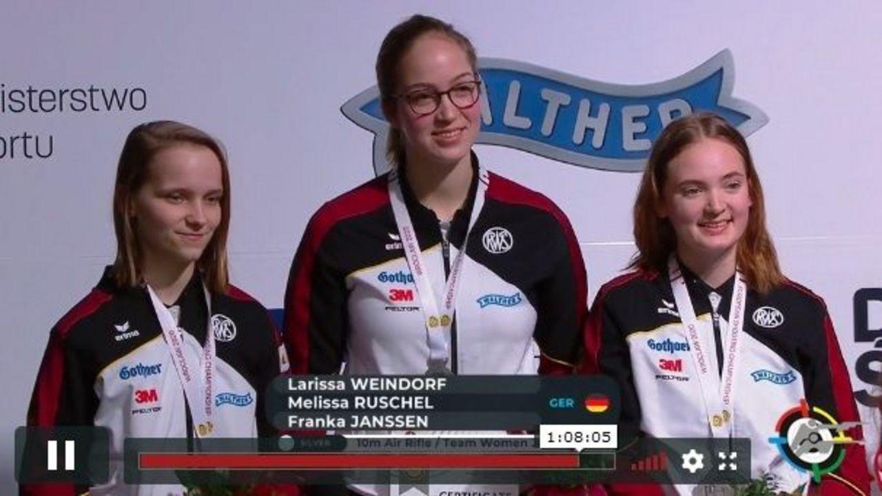Foto: DSB / Können sich über EM-Silber freuen: Larissa Weindorf, Franka Janßen und Melissa Ruschel (v.l.).