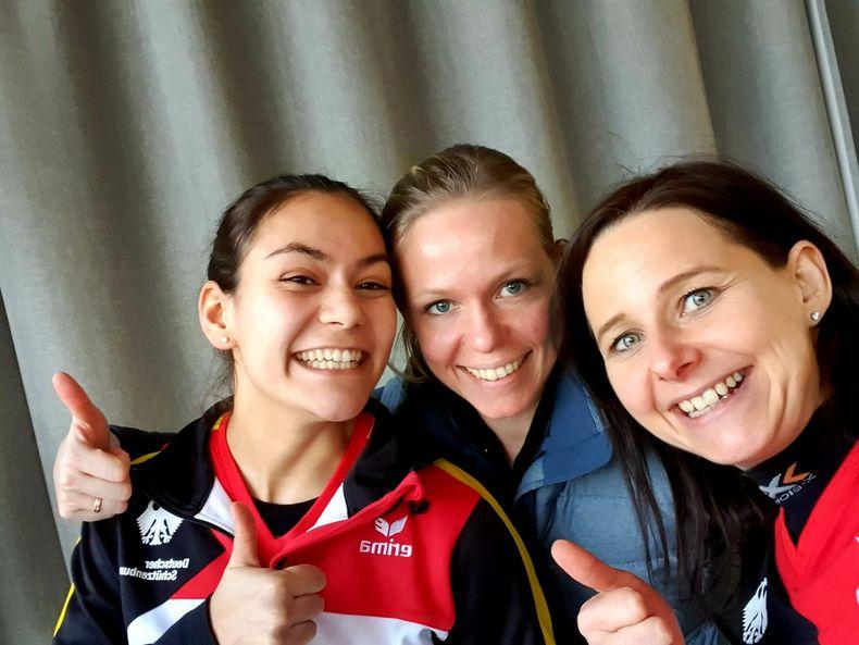 Foto: DSB / Strahlten nach der erfolgreichen Qualifikation um die Wette, v.l.: Andrea Heckner, Julia Hochmuth und Monika Karsch.