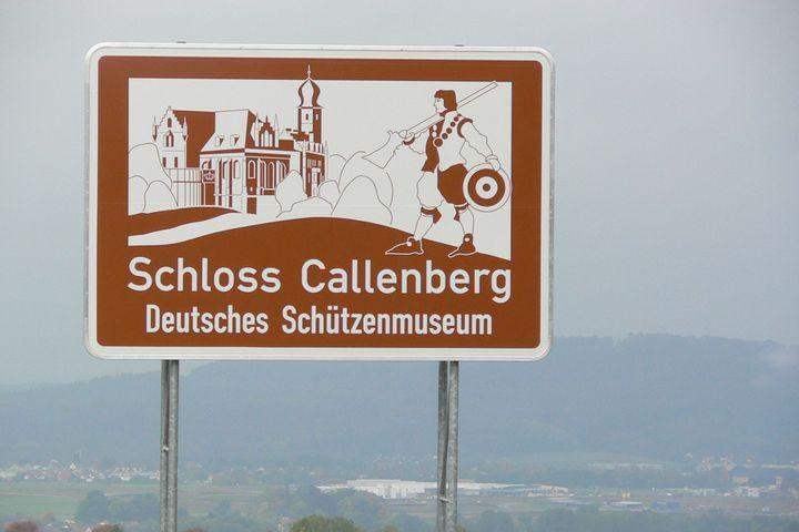 Autobahn Hinweistafel Schützenmuseum