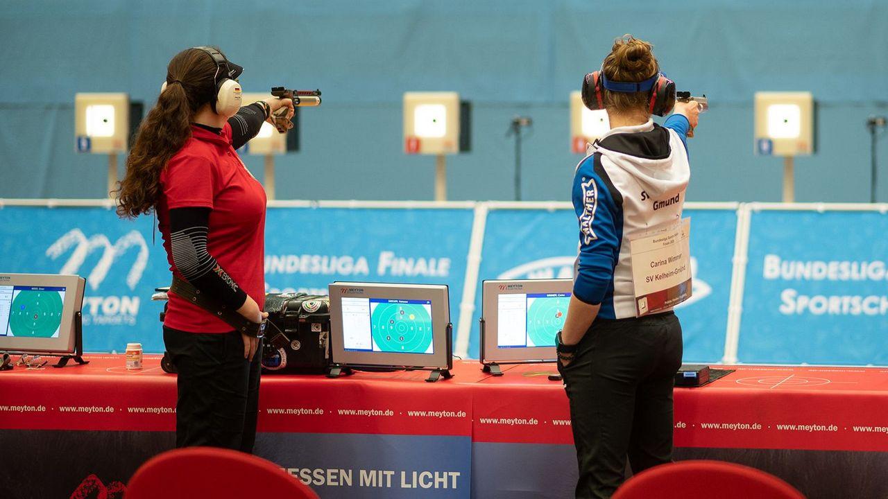 Foto: DSB / Zur Bundesligasaison 2020/21 wieder am Stand: Vanessa Seeger und Carina Wimmer.