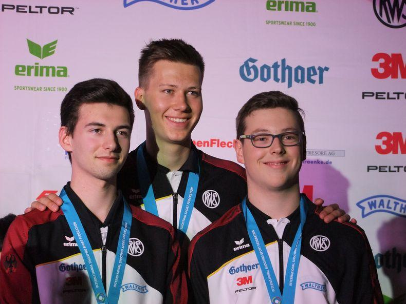 Foto: Michael Eisert / Bronze für das deutsche Luftpistolen-Team mit Robin Walter, Jonathan Mader, Jan Luca Karstedt.
