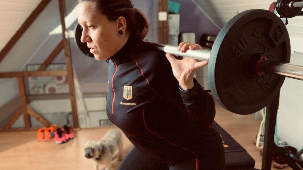 Bild: Jolyn Beer / Jolyn Beer setzt vermehrt auf Fitnesstraining, um nicht nur Stabilität in ihren Körper sondern auch in ihre Leistung zu bringen.