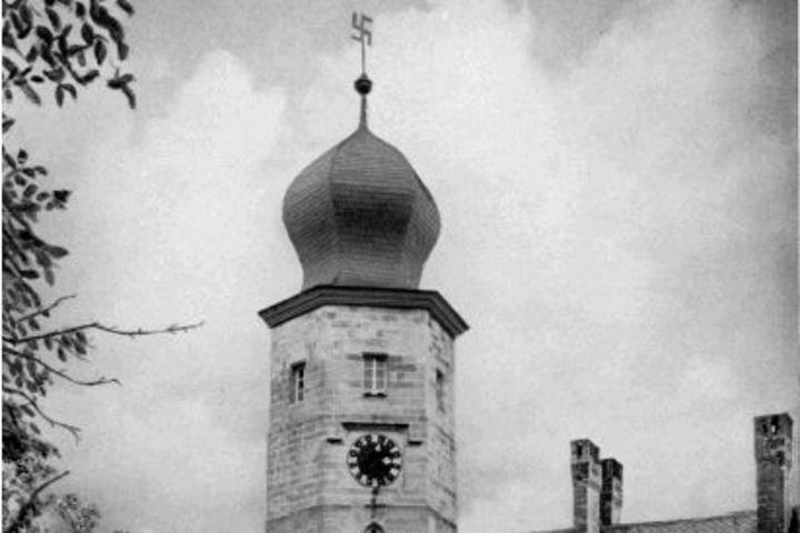 Schloss Callenberg mit Hakenkreuz, 1938