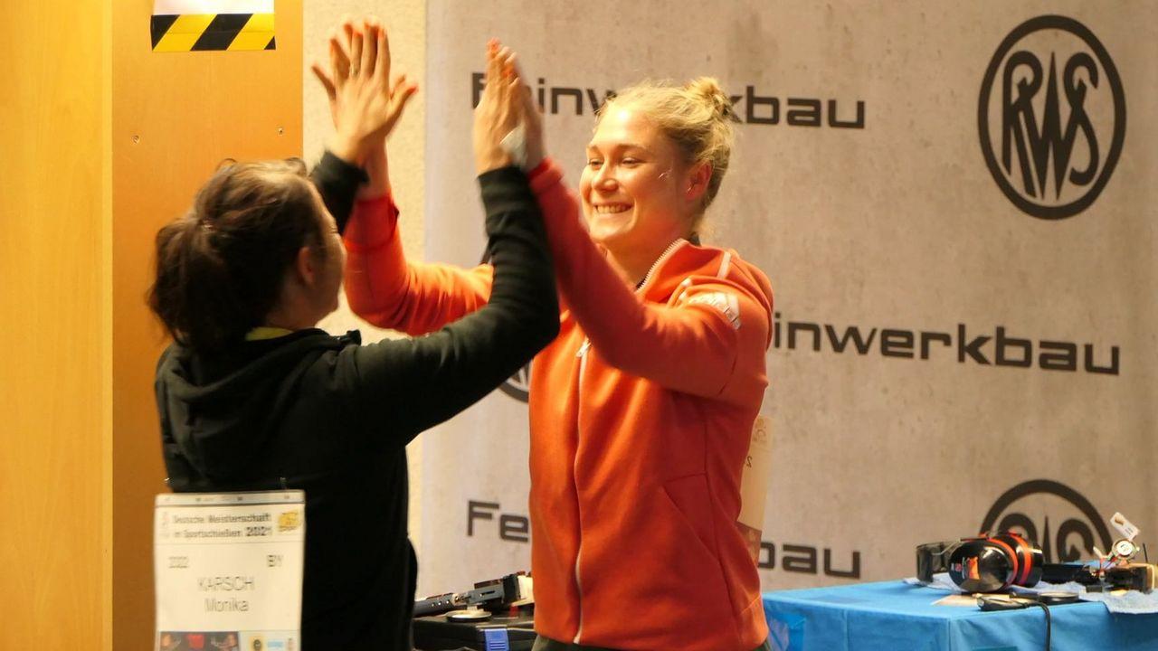 Foto: DSB / Freuten sich über DM-Silber und -Gold: Monika Karsch und Carina Wimmer.