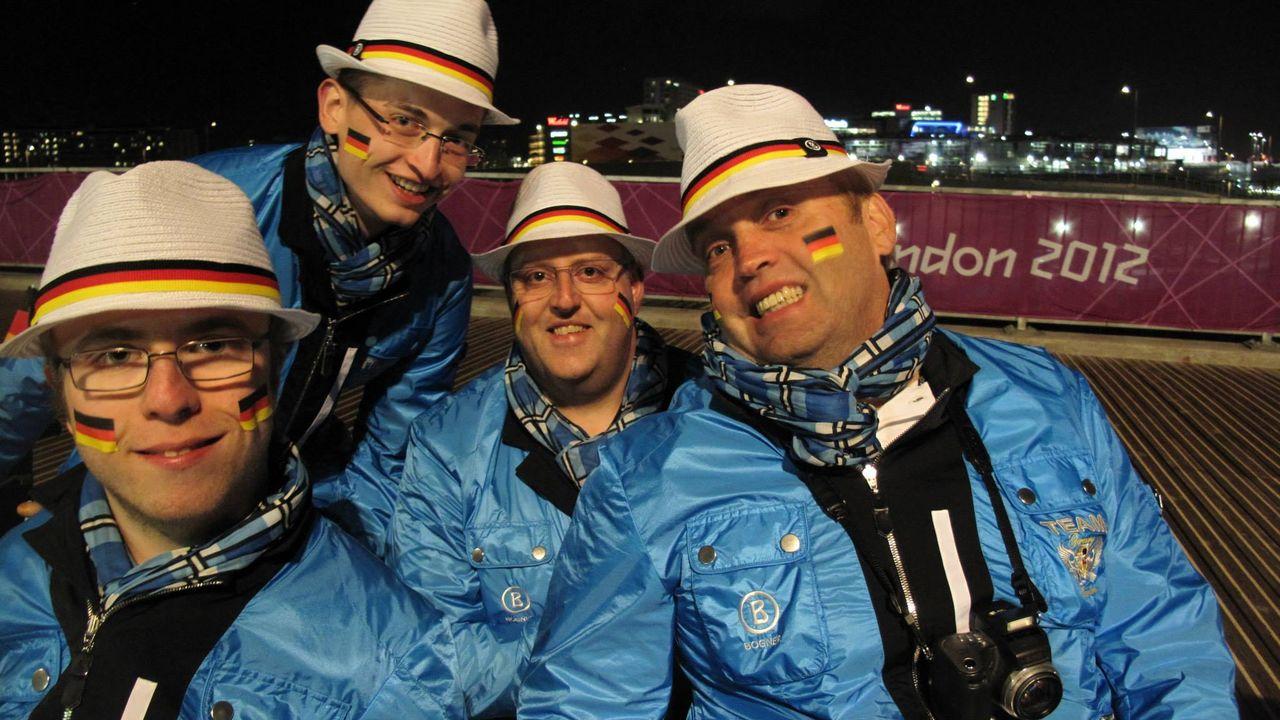Bild: Norbert Gau / Norbert Gau (ganz rechts) nahm an insgesamt vier Paralympischen Spielen teil. Die Erinnerungen, wie hier die Eröffnungsfeier in London 2012, gehören zu seinen schönsten Momenten im Sport.