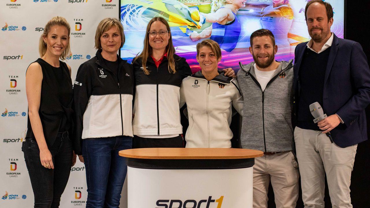 Foto: DOSB-Picture-Alliance-Erhardt Szakacs / (v.l.n.r.) Laura Papendick (Moderatorin SPORT1), Sabine Krapf (DOSB), Lisa Unruh, Nina Hemmer, Florian Neumaier (beides Ringer), Daniel von Busse (Geschäftsleitung Sport1 GmbH).