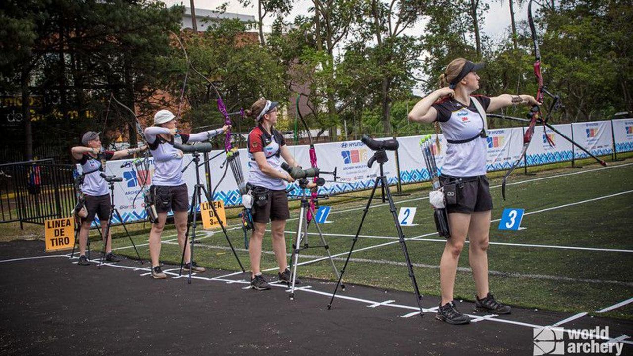 Foto: World Archery: Im Team sehr erfolgreich! Die DSB-Frauen v.l. Michelle Kroppen, Lisa Unruh, Elisa Tartler und Charline Schwarz schossen sich zu Bronze.