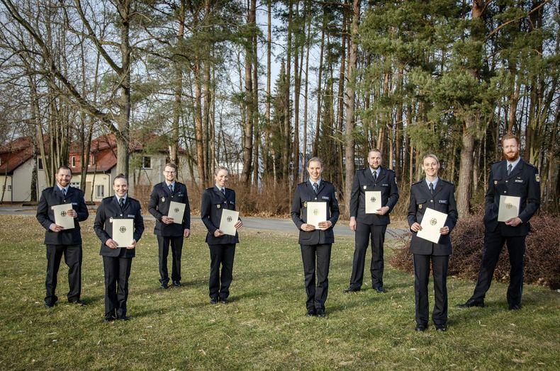 Foto: Bundespolizei / Acht neue Polizeikommissare aus dem Spitzensport, u.a. Michael Goldbrunner (3. v.r.).