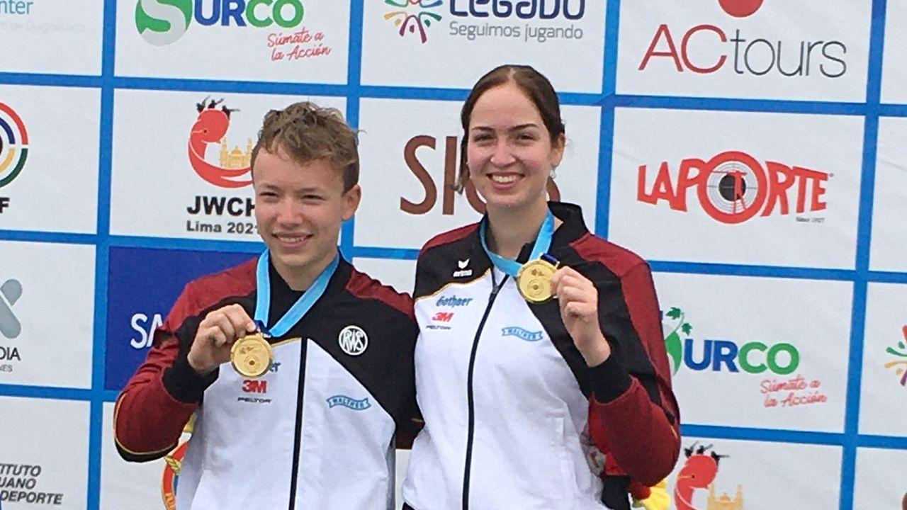Foto: DSB / Strahlen nach dem überraschenden Gold im KK 3x40-Mixed: Max Braun und Anna Janßen.