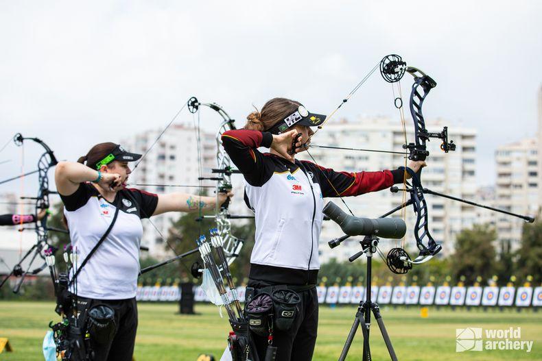 Foto: World Archery / Julia Böhnke (vorne) und Jennifer Walter geben ihr EM-Debüt.